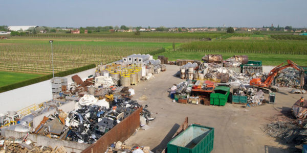 stoccaggio-rifiuti-speciali-001