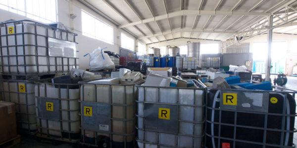 stoccaggio-rifiuti-speciali-017