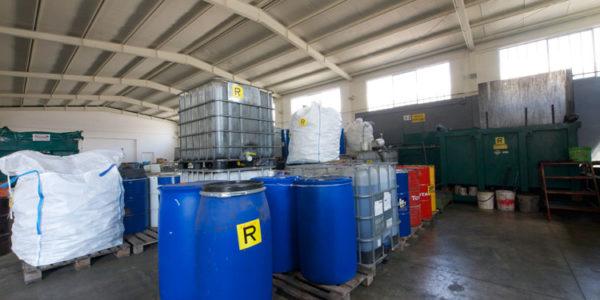 stoccaggio-rifiuti-speciali-021